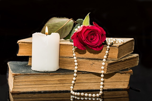 Red Rose Candle Book